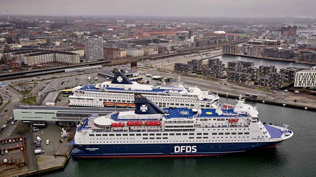 DFDS Terminalen med Pearl og Crown i havn