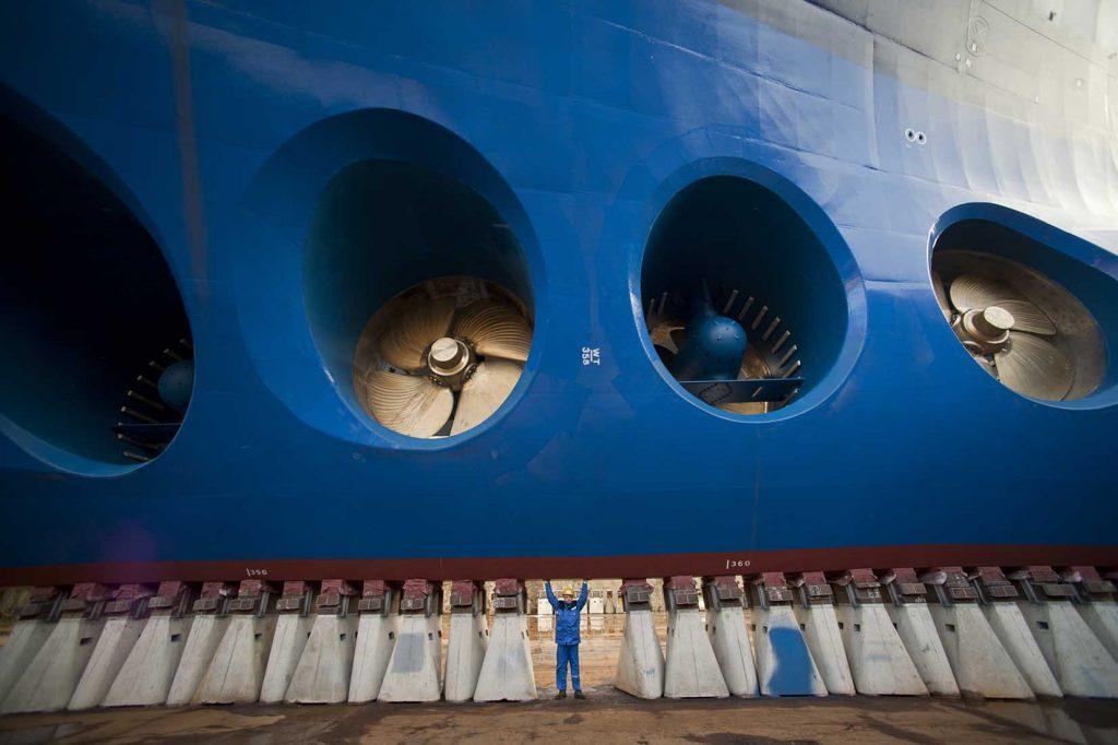Oasis of the Seas (verdens største cruise skib set fra neden (kun bulken)