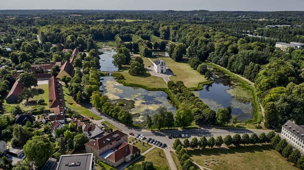 Hørsholm Kirke dronefoto
